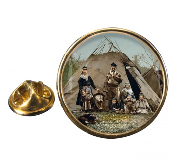 A Lapp Family Round Pin Badge