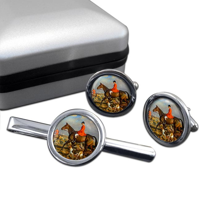 Horse and Hounds Round Cufflink and Tie Clip Set